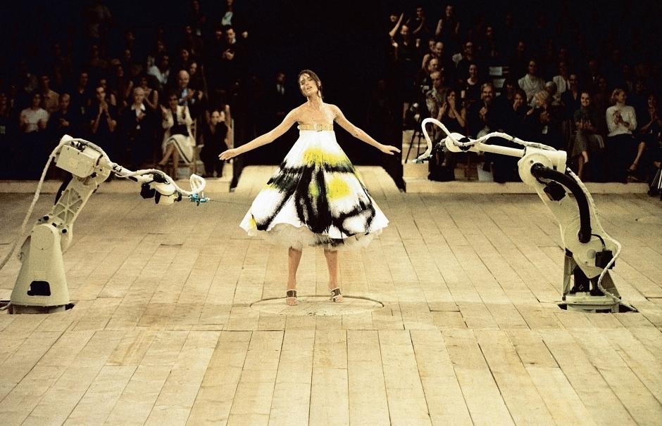 3._Spray_painted_dress_No._13_SS_1999_model_-_Shalom_Harlow._Image_-_Catwalking.