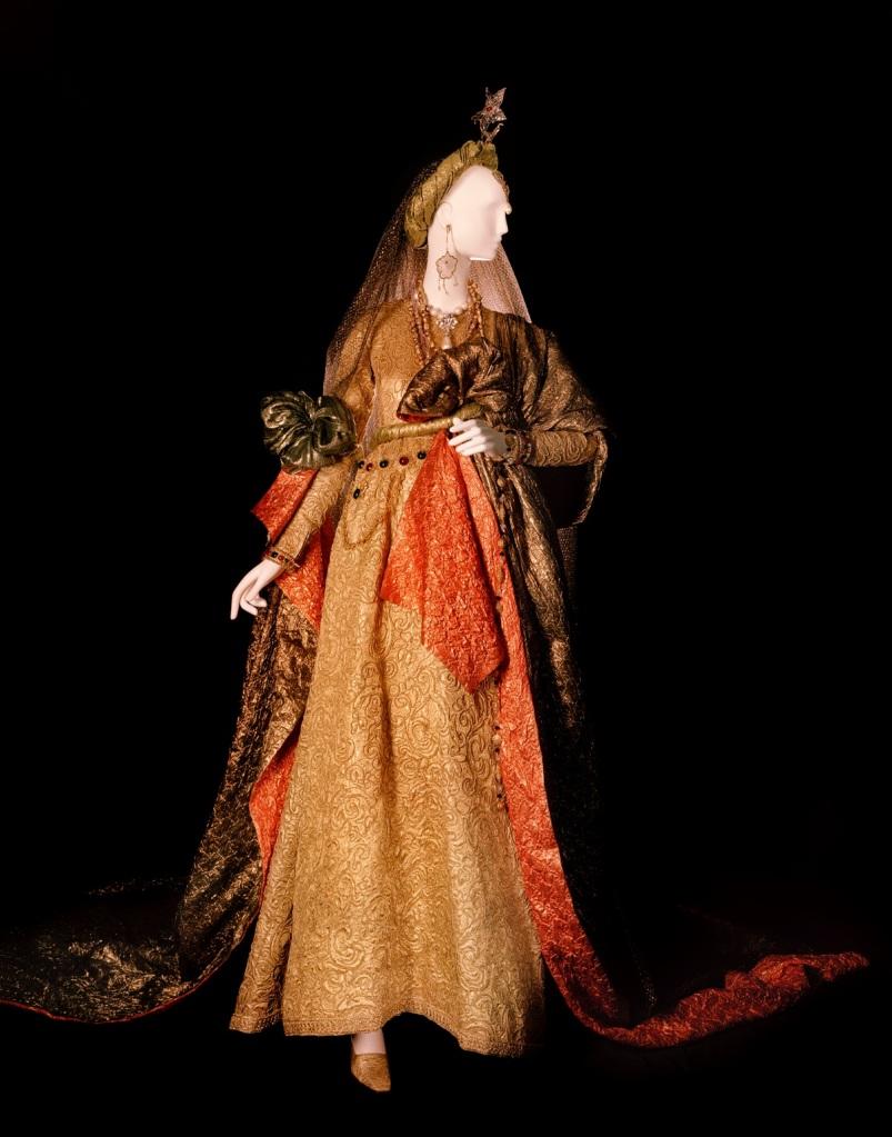 Wedding dress. Tribute to William Shakespeare- ©Fondation Pierre Bergé – Yves Saint Laurent  Alexandre Guirkinger