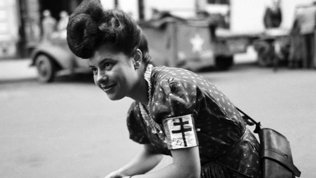 lee-miller-a-womans-war-at-imperial-war-museum_ffi-worker-paris-france-1944-by-lee-miller_0e3a4762e5a74c28dc0df178533d7629